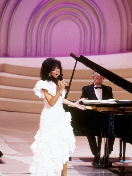 frederick-watkins-marilyn-mccoo-performs-at-the-songwriters-hall-of-fame-may-11-1989